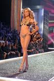th_98283_Victoria_Secret_Celebrity_City_2007_FS416_123_1178lo.jpg