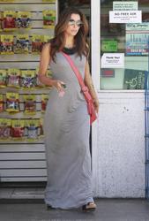 http://img158.imagevenue.com/loc229/th_043144732_Longoria_Eva_errands_GC_CelebUtopia_013_122_229lo.jpg