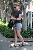 Анна Пакуин, фото 14. Anna Paquin at a salon on Melrose Ave in Beverly Hills 08-06-2010, photo 14
