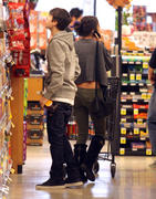 th 86230 Gomezlq6 123 380lo Selena Gomez   grocery shopping in Encino 01/14/12