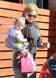Николь Кидман, фото 2018. Nicole Kidman and her daughters leaving a birthday party in Hollywood 2-5-12, foto 2018